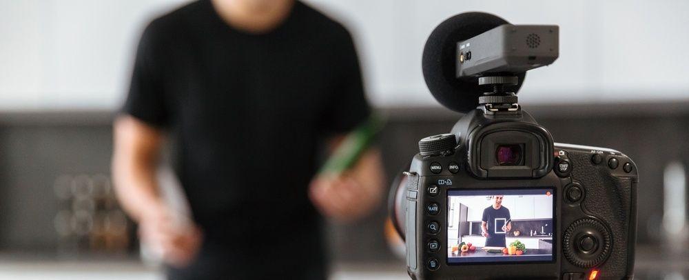 YouTubeやSHOWROOMの動画配信にオススメの撮影スタジオまとめ